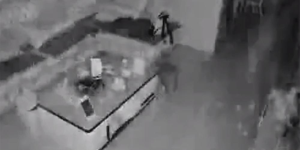 Terremoto de 6 graus em Sichuan, China, capturado por câmeras de vigilância