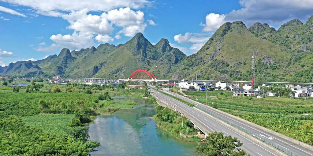 Vila de Du'an, em Guangxi, investe muitos recursos na melhoria de estradas rurais