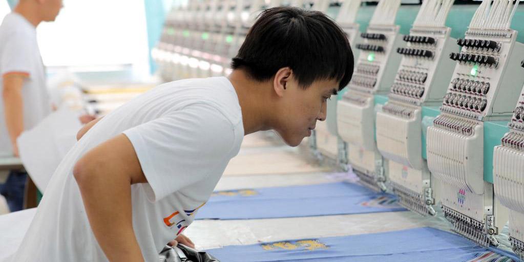Equipamento de fabricação inteligente promove desenvolvimento da indústria de vestuário de Hebei
