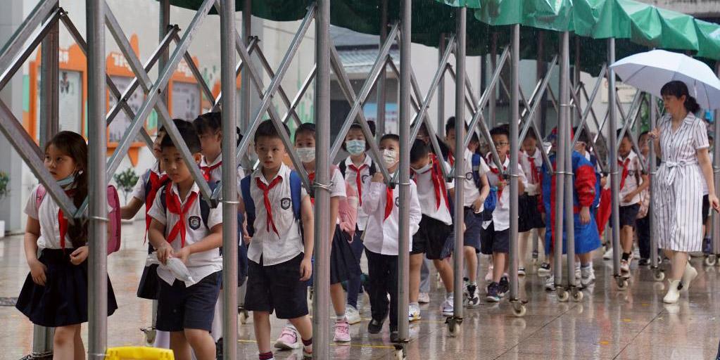 Shanghai suspende aulas com chegada do tufão Chanthu