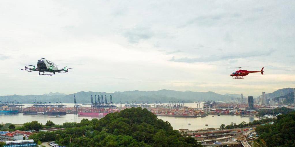 Helicóptero da HELI-EASTERN e veículo aéreo autônomo da EHang fazem voos demonstrativos no espaço aéreo integrado em Shenzhen