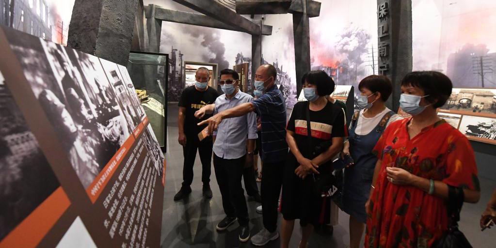 Turistas visitam Museu da Batalha de Kunlunguan em Nanning, no sul da China