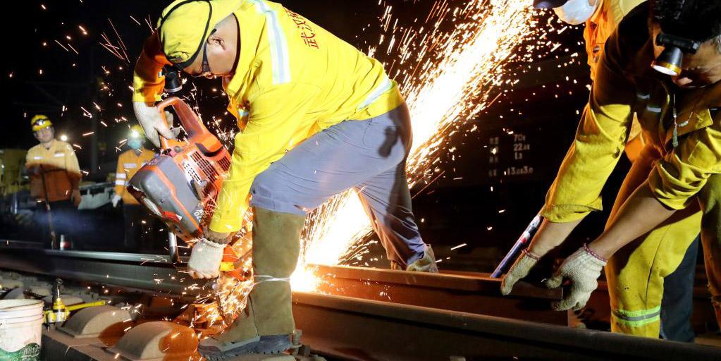 Obras de manutenção em andamento na ferrovia de alta velocidade Shanghai-Hangzhou