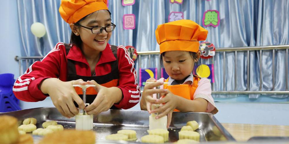Jardim infantil realiza atividades de cultura folclórica para saudar o próximo Festival da Lua em Hebei