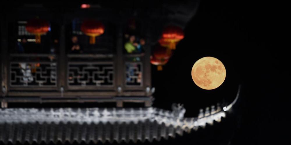Galeria: Lua cheia durante o Festival do Meio Outono