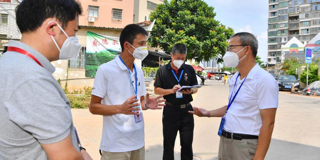 Pessoas se mobilizam em ações de combate à COVID-19 no distrito de Tongan, Xiamen