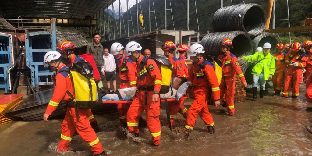 2 mortos e 12 desaparecidos em deslizamento de terra em Sichuan