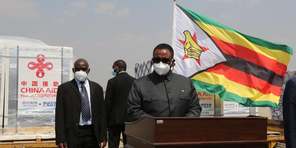 Zimbábue recebe mais doses de vacinas contra COVID-19 doadas pela China