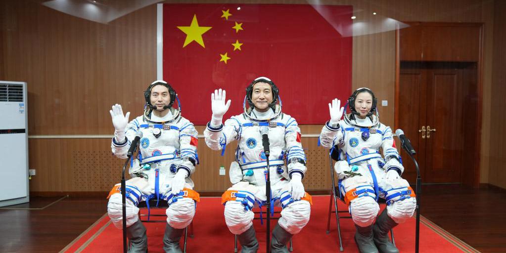 China realiza cerimônia de despedida para astronautas da missão Shenzhou-13
