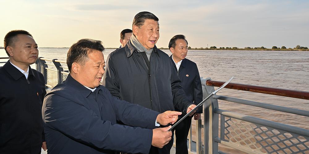 Xi inspeciona estuário do Rio Amarelo